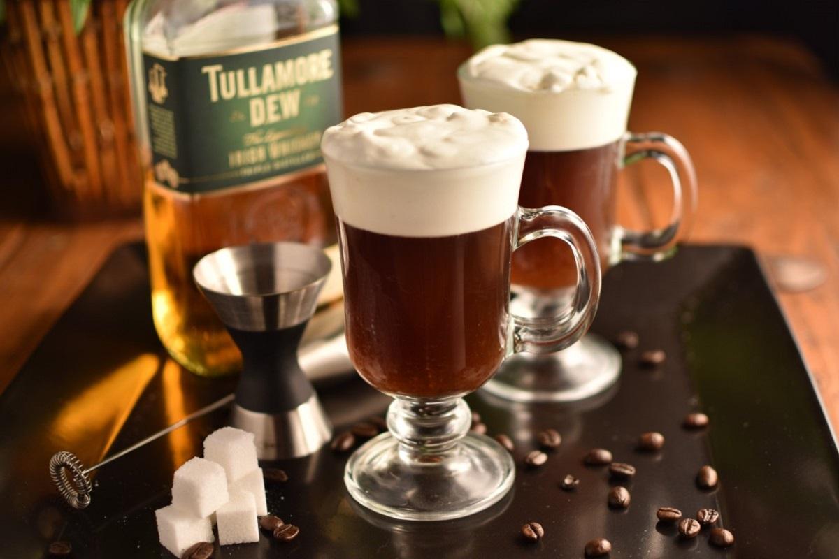 Ирландский кофе в кафе