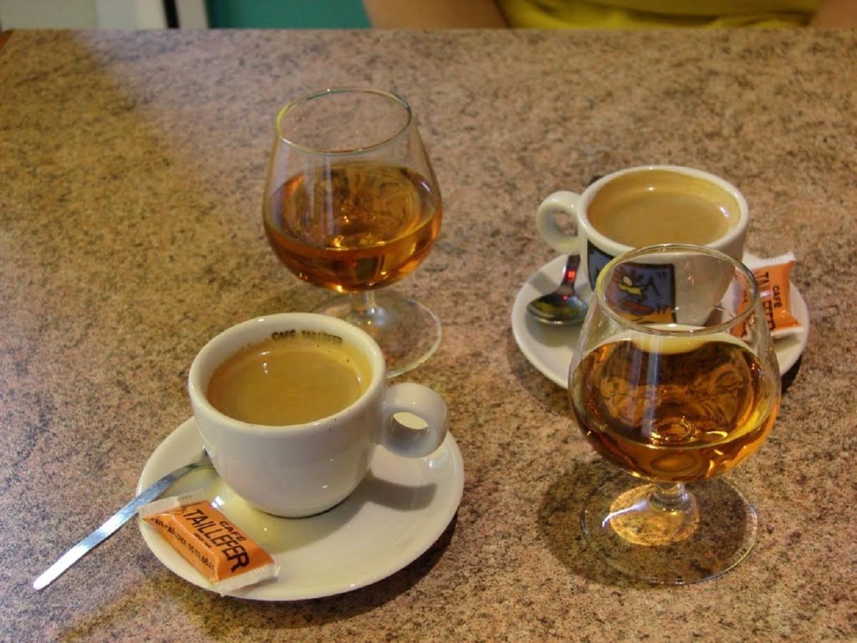 Кофе со сливками и коньяком