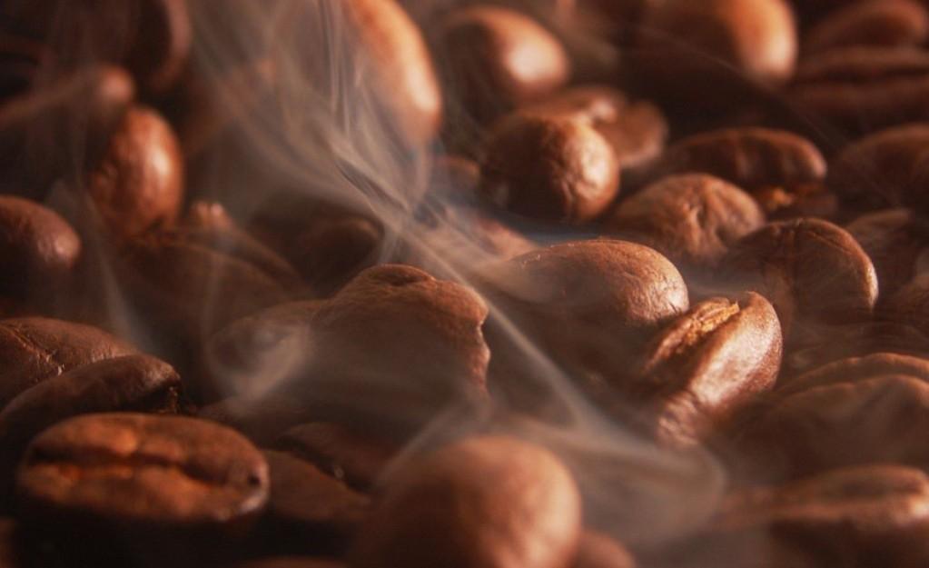 На предприятие поставляется зеленый кофе, и уже там его обжаривают до нужной степени