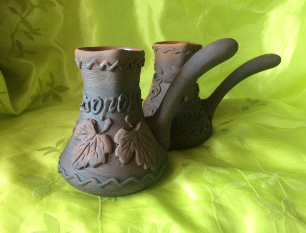 Глиняный сосуд используют для заваривания чая и приготовления кофе