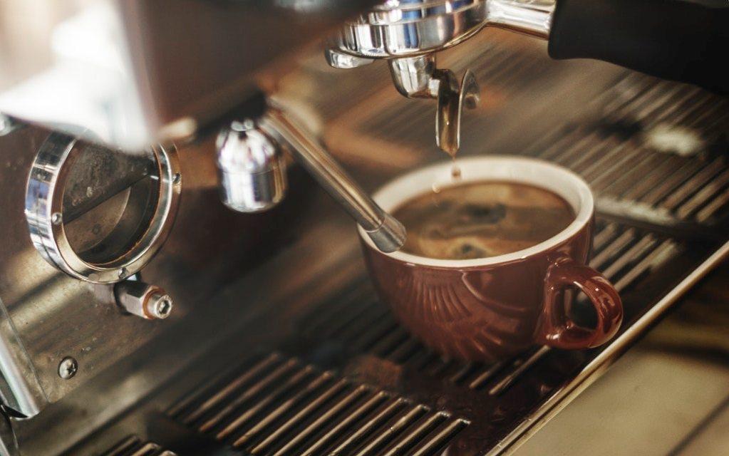 Считается, что в процессе работы кофемашины участие человека минимально