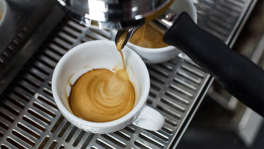 Чем меньше помол кофейных зерен, тем насыщеннее будет напиток