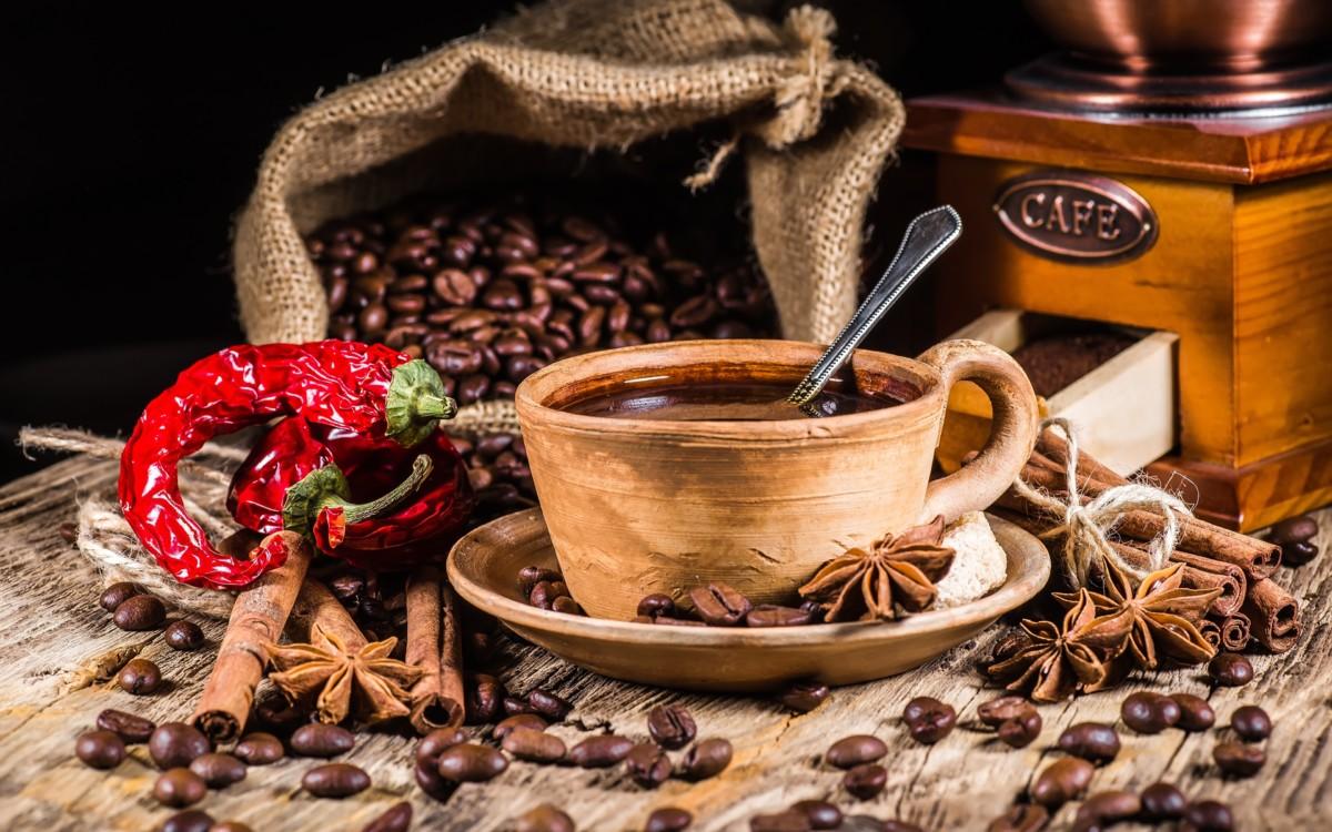 кофейные зерна, мешок с зернами, чашка кофе